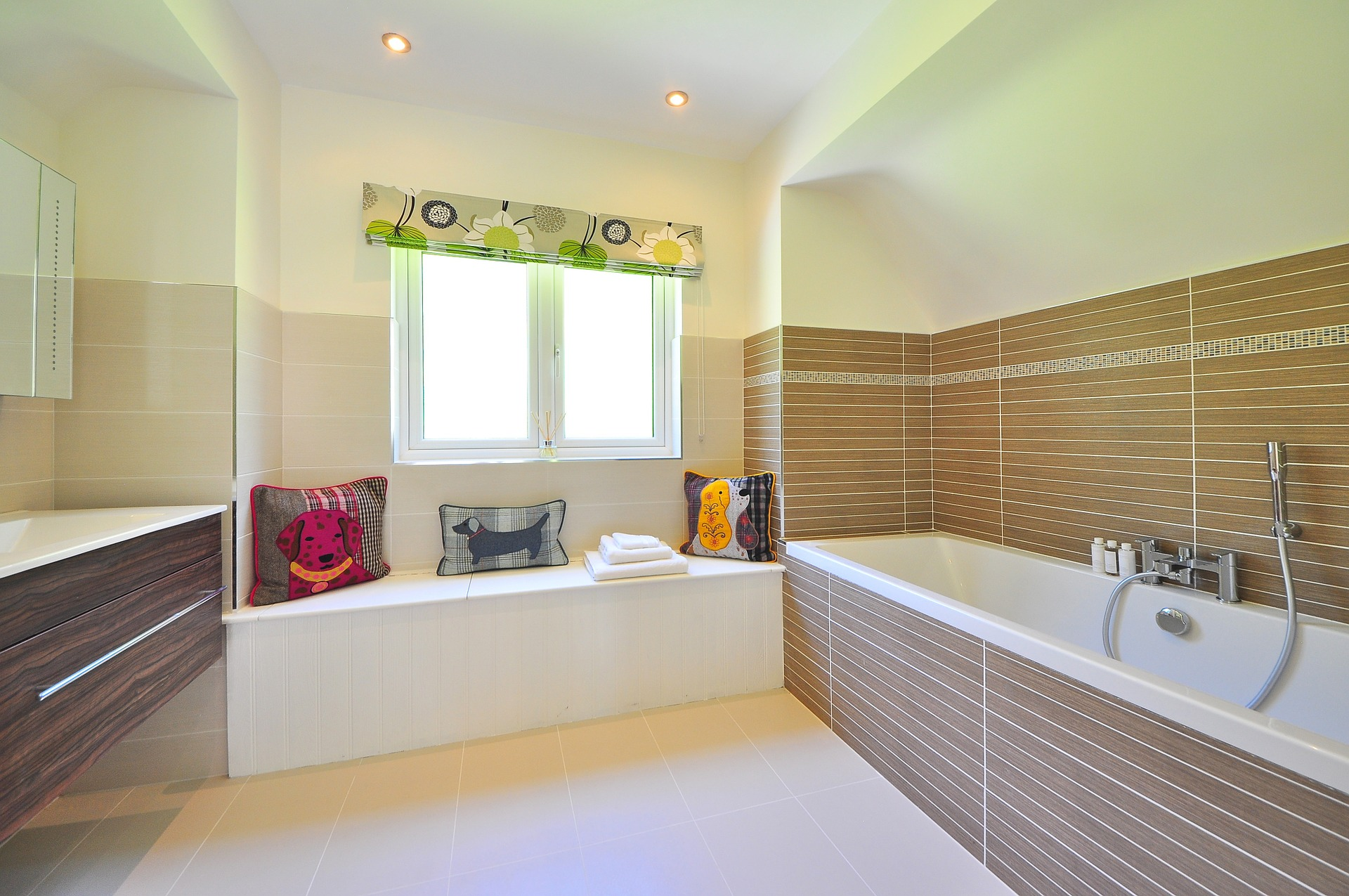 bathroom-1336162_1920